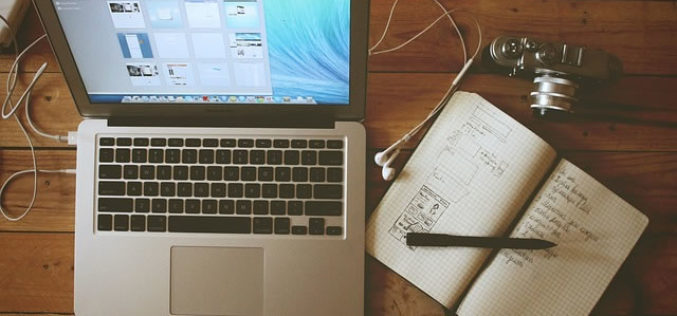 How to Make Extra Money on the Side in College With Blogging