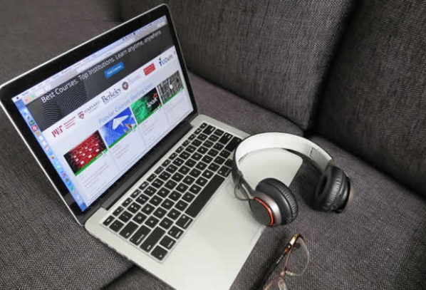 On Campus or Online: 5 Reasons an Online Education Might Be a Better Fit for You