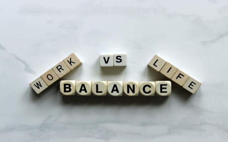 How to Balance College, Work, and Social Time: Top 5 Do's and Don'ts